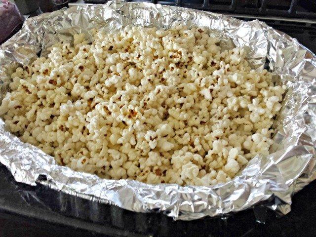 Popcorn in roaster pan