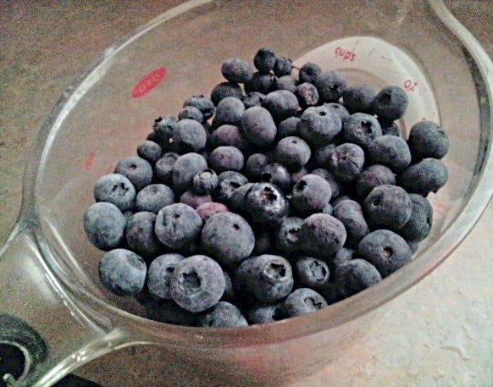 Measure blueberries for syrup