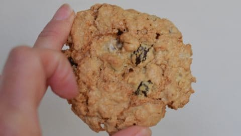 Classic Oatmeal Raisin Cookies: Simple Chewy and Soft Cookie Recipe