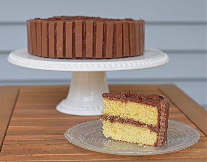 Slice of kit kat cake