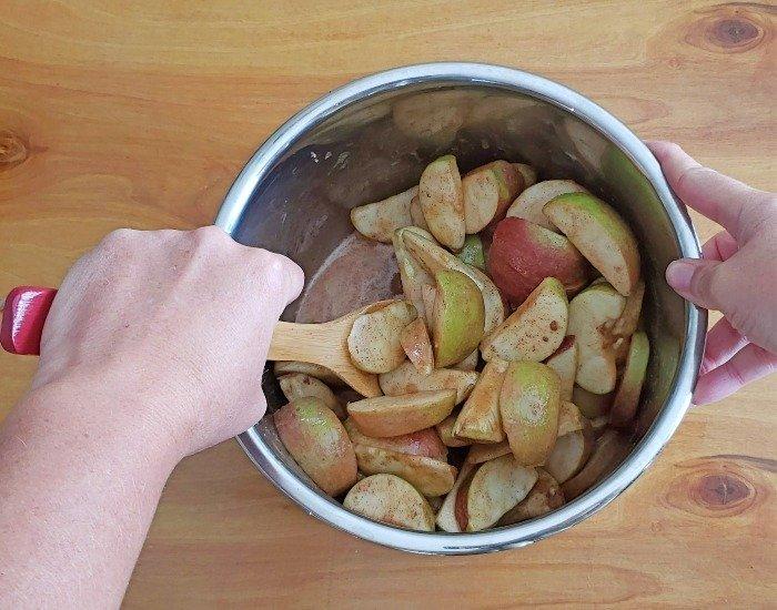 Stir apples in Instant Pot