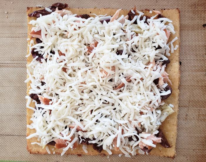 Cheese unbaked pizza