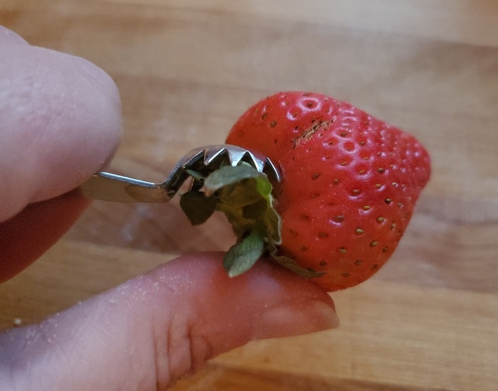 Hull strawberries